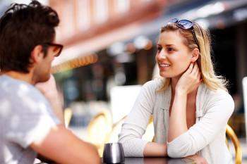 Di Cosa Parlare con una Ragazza 10 Argomenti di Conversazione a Prova di Bomba