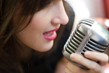 Diventa Più Attraente Alzando il Volume della Voce