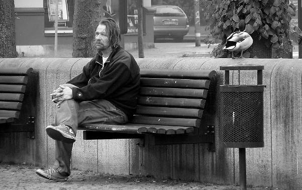 20 Modi per Essere Solo un Uomo Mediocre Senza Donne
