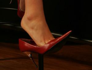 10 - Far scivolare piede dalla scarpa